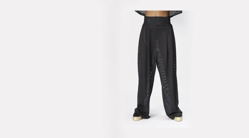 42|54 Black Woven Pant Queen of Hearts oversized pant