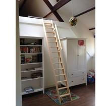 Dachbodentreppe aus Holz (am Stück)