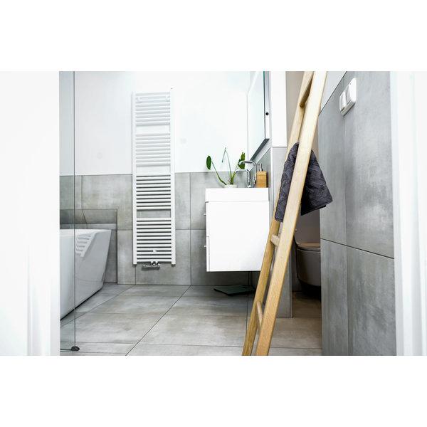 Badezimmerleiter aus Eichenholz weiß (transparant lackiert)