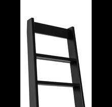 Schwarze raumsparende Dachbodentreppe