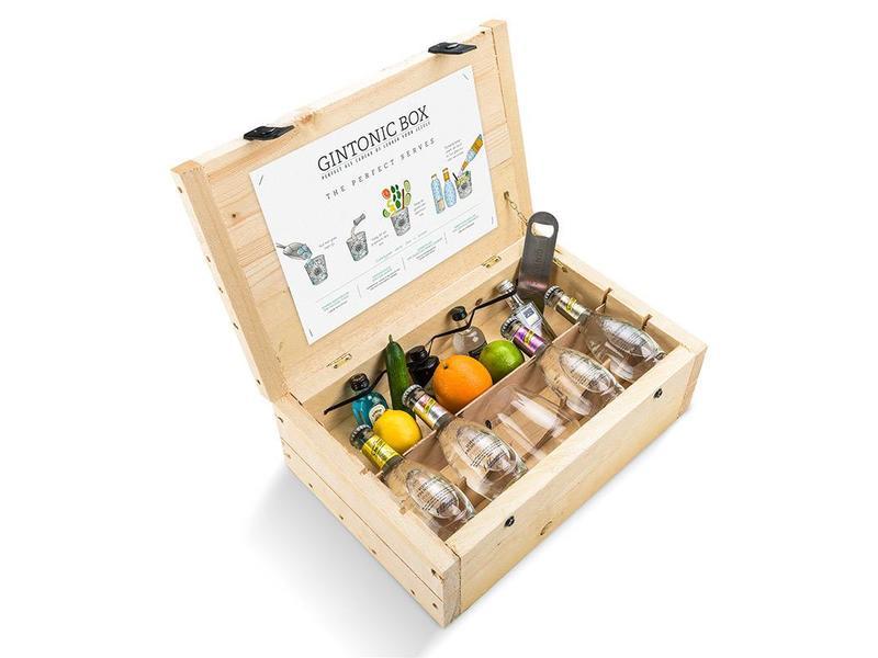 Schweppes Premium Gin Tonic gift box