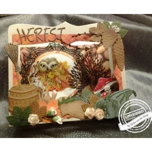 Marianne Design Stamping and pre-template: Doily and leaves