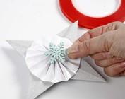 CREATIVE avec papier et le carton