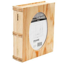 Objekten zum Dekorieren / objects for decorating Houten doos in boekvorm met Passepartout in het deksel.