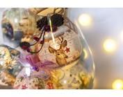 Banderoles, krimpfilms en ornamenten voor Kerstmis