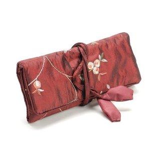 BASTELZUBEHÖR, WERKZEUG UND AUFBEWAHRUNG Elegante Schmuckrolle, rot, 19x 26cm, bestickt mit kleine Röschen.