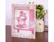 le thé et le café Wintergenuss avec un gâteau