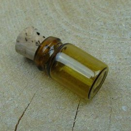 Embellishments / Verzierungen 3 mini glass bottles, 18 x 10 mm
