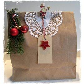 Embellishments / Verzierungen Spitze Deckchen mit Rosenprägung, 10 Stück