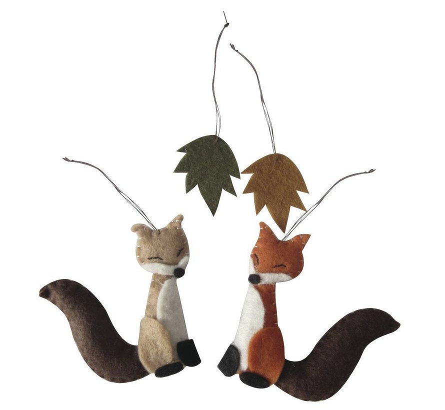 Complete kit: felt forest friends to hang