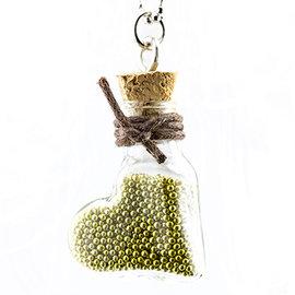 Embellishments / Verzierungen 2 mini botellas de vidrio con cuña y percha.