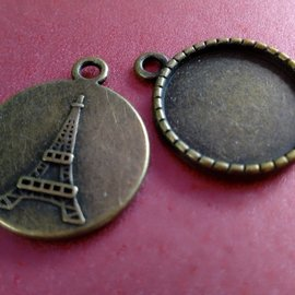 Embellishments / Verzierungen Charms, 2 pieces, round with Eiffel Tower motif