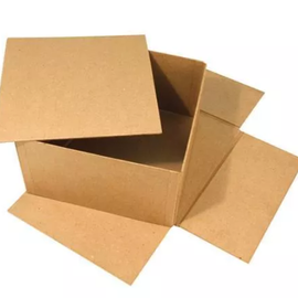 Objekten zum Dekorieren / objects for decorating Caja con tapa separada, muy estable, 20 x 20 x 11 cm.