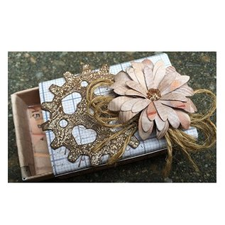 CREATIVE EXPRESSIONS und COUTURE CREATIONS Stamping and Embossing stencil, flowers