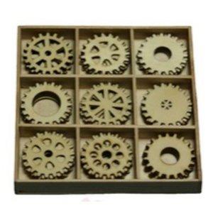 Objekten zum Dekorieren / objects for decorating Tandwielen 30 delen in een houten doos !! 10.5 x 10.5 cm