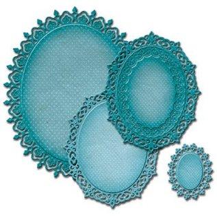 Spellbinders und Rayher Spellbinders Nestabilities Labels, punch template kleedje