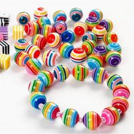 Sett med 20 fargerike perler med stripemønster