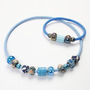 Schmuck Gestalten / Jewellery art Silicon armband met sluiting en stop ringen