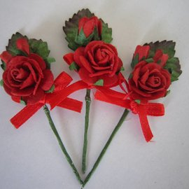 BASTELSETS / CRAFT KITS 3 MIni red rose bouquets with ribbon. - Copy