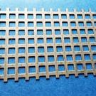 Coupe spéciale - tôle perforée carrée 500x120 mm en acier inoxydable 1,0 mm Qg 8-12 (8 trous carrés d'affilée et largeur de bande de 4 mm)