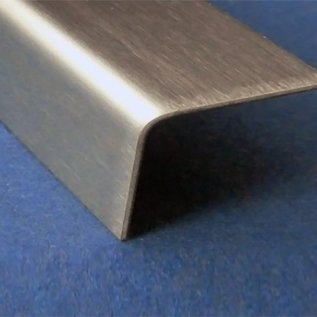 Versandmetall RVS 304 Hoekprofiel hoekstrip ongelijkzijdig gezet 90° Lengte 1000 mm
