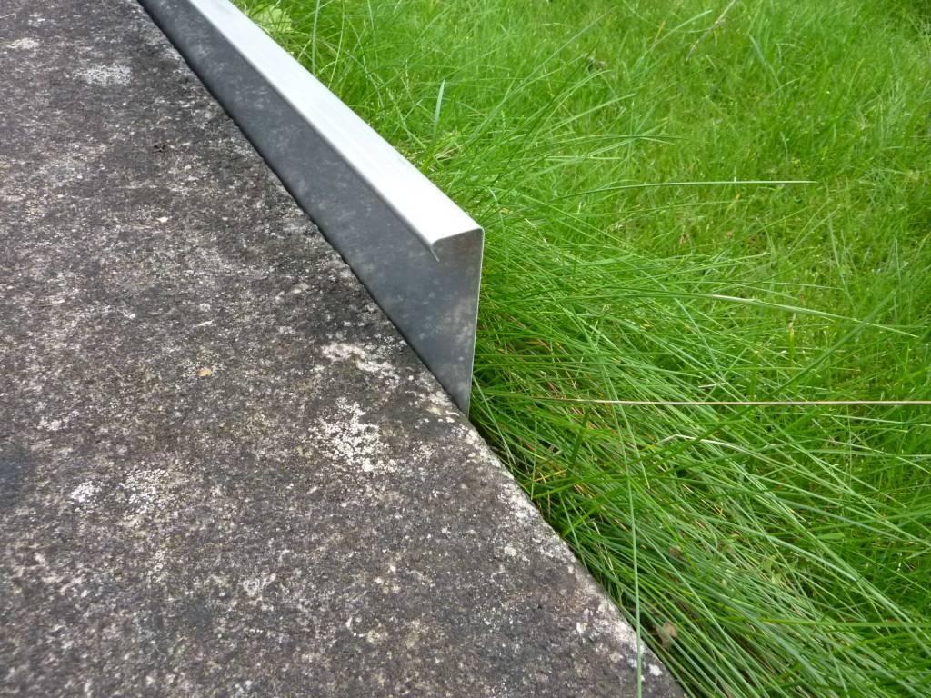 Stabile Rasenkanten Kiesleiste Beeteinfassung aus Edelstahl rostfrei  20 20mm hoch, 20mm breit