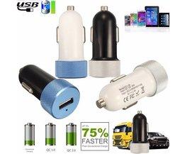 Snelle USB autolader in verschillende kleuren