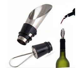 Schenktuit Wijn Met Dop