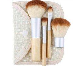 Pinceau De Maquillage Avec Une Poignée En Bambou