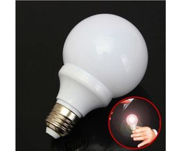 Jeux De Magie Avec Une Ampoule