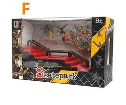 Finger-Skateboard Halfpipe