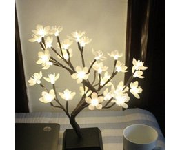 LED-Lampen-Baum Mit Blüten