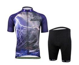Mann Radfahren Tragen Sie Hemden Und Hosen