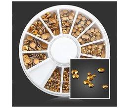 Goldene Steine für Nagel-Kunst