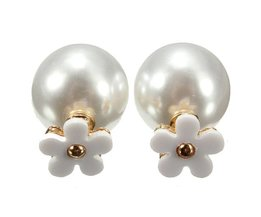 Earrings With Pearl And Flower