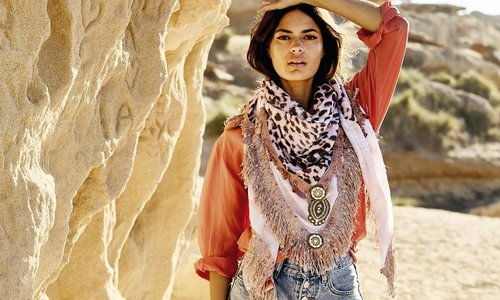 Handgefertigte Schals
