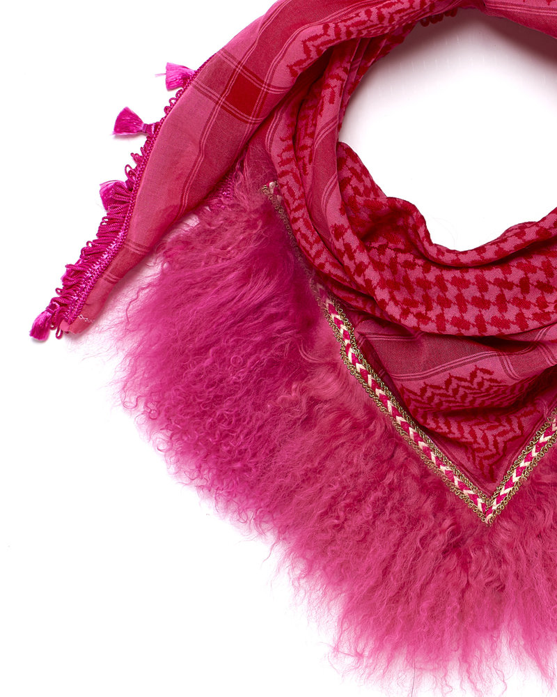 Honey Suckle Izuskan small 1001 scarf with tibettlamm in the color honey suckle bright pink