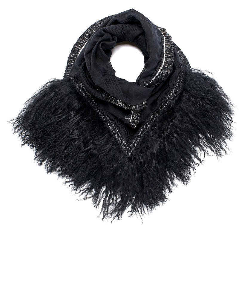 Black Izuskan small 1001 scarf with tibettlamm in the color black.