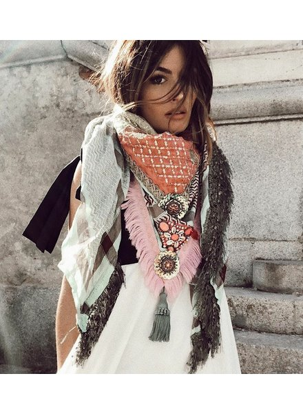 Izuskan Madame de Rosa limited scarf