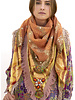 Izuskan Izuskan scarf  model  Madame de Rosa
