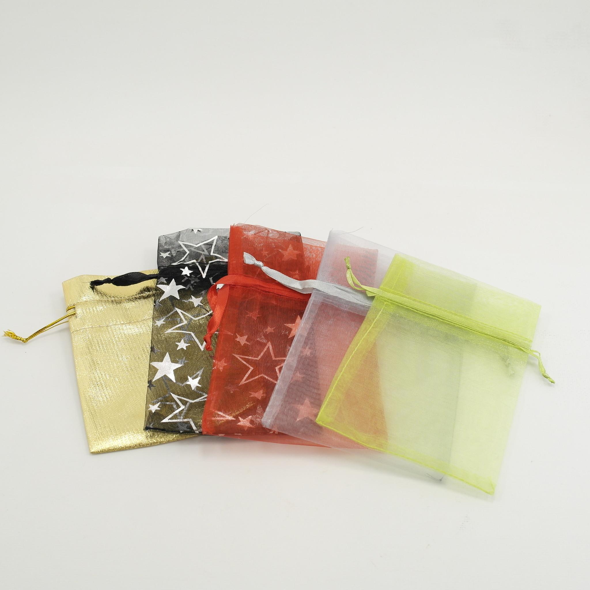 1 theebloem in kleurig organza zakje