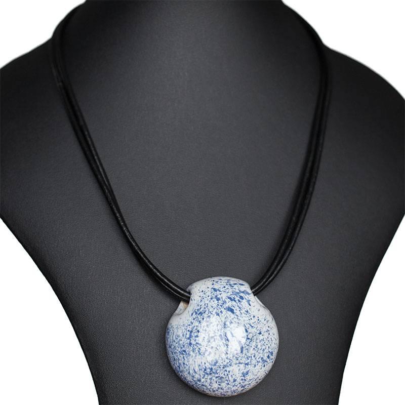 Kazuri Halsketten Keramik Anhänger blau gesprenkelt