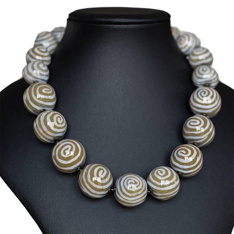 Kazuri Halsketten Keramik Halskette mit Schnecken Motiv