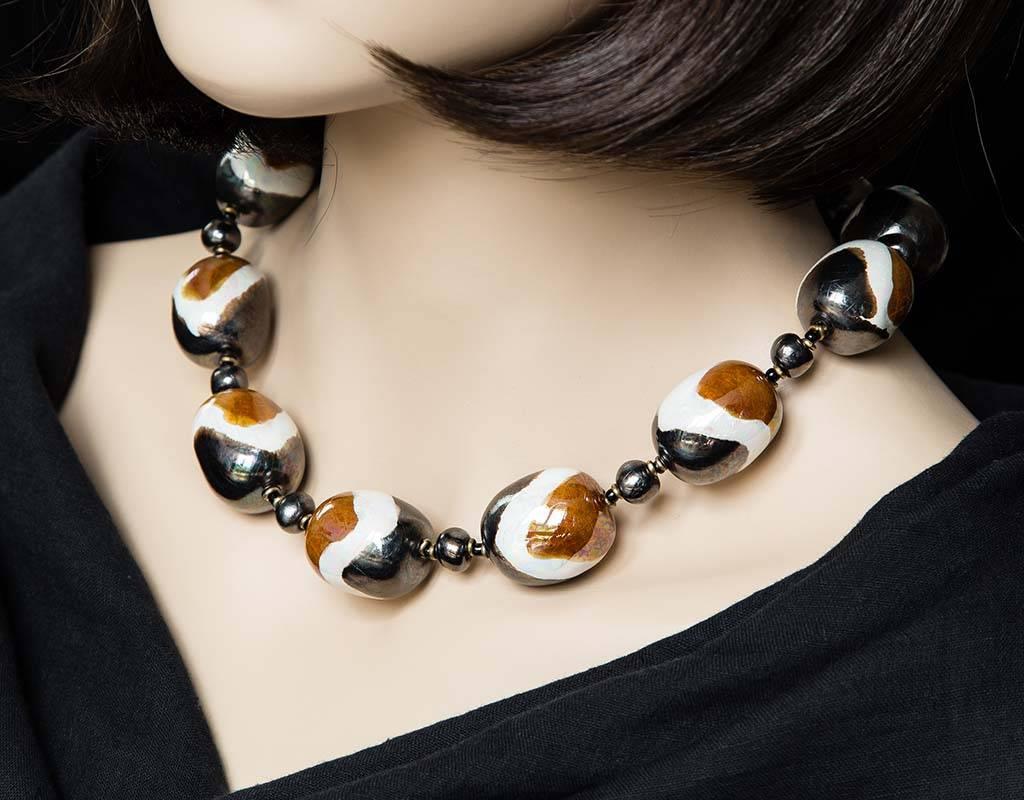 Kazuri Halsketten Keramikkette mit großen Perlen - Schwarz, Weiss, Braun