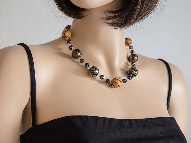 Kazuri Halsketten Keramikschmuck Braun