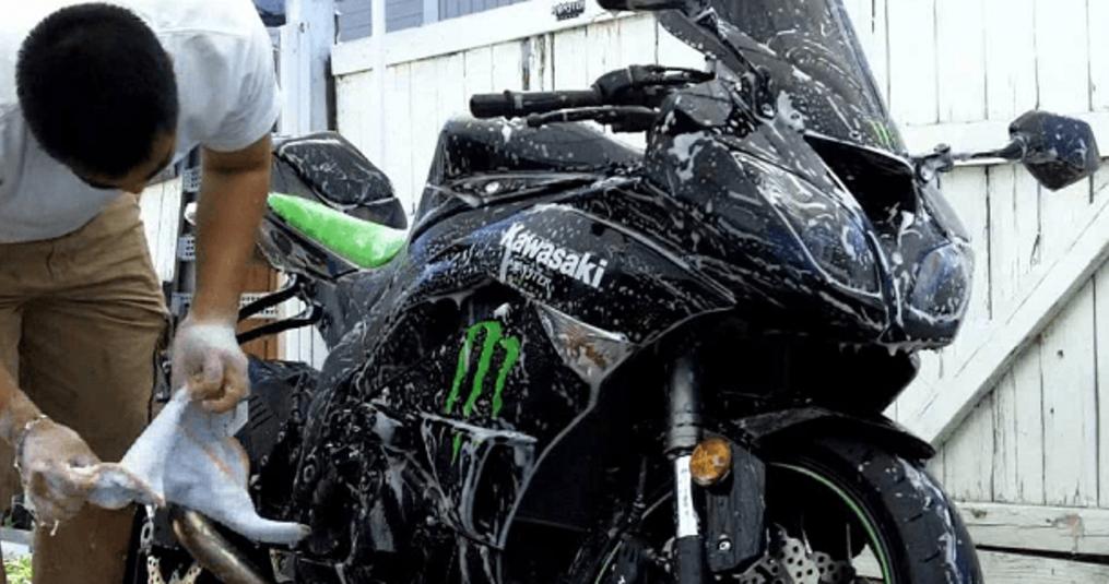Het grondig reinigen van je motor doe je zo!