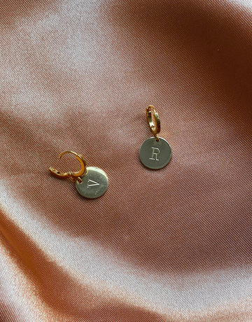 Tuttebel INITIAL COIN EARRING
