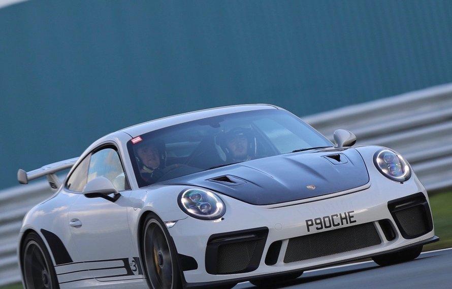Porsche GT3 met carbon motorkap