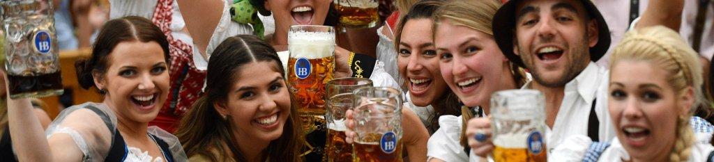 Vier Oktoberfest in gave Tiroler outfits van Feestbazaar!