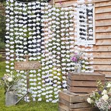 Bruiloft gordijn van witte bloemen
